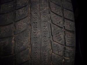 4 pneus d'hiver 185/65/15 Triangle Snow Lion, 60% d'usure, mesure 5-6/32.