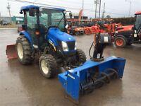 2010 New Holland 3050 tracteur souffleur AVANT