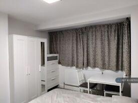 1 bedroom in Whistler Gardens, Edgware, HA8 (#1097103)