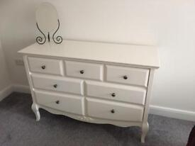 Shabby Chic effect bedroom furniture set, quality furniture in excellent condition.