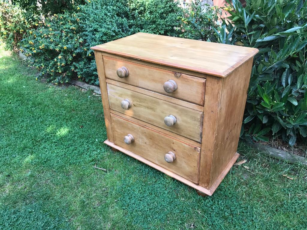 Small Victorian chest of drawersin Richmond, LondonGumtree - Very sweet ideal for small room or nursery 76cm wide. Perfectly smooth drawers