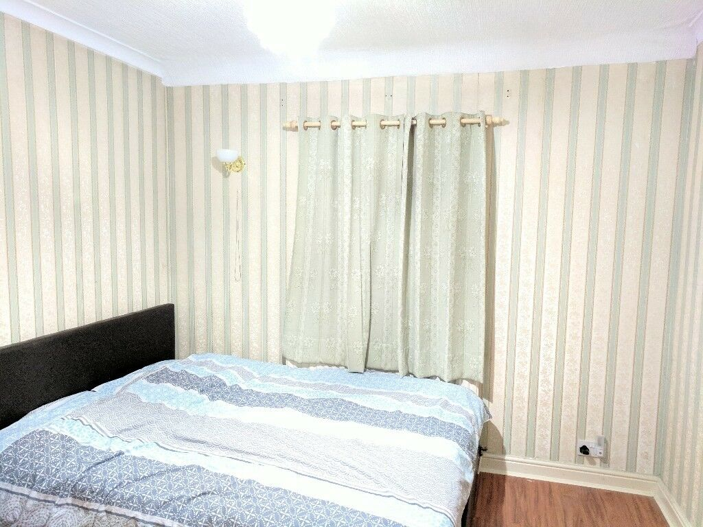 Double room at very quiet road with walking distance to bus stop for buses to Heathrow & Southall