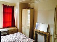 Double room in Tooting Broadway. Available from 10/08