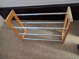 Three tier extendable shoe rack (1 of 2)
