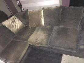Corner sofa for sale ASAP can't deliver pickup only 50£ brown and gold sofa preowned