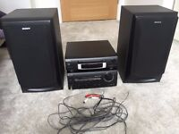 Sony HIFI - CD player and Amp and 2 speakers - excellent quality sound