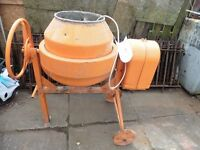 240V CEMENT/CONCRETE MIXER USED ONCE SICE NEW