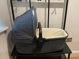 Silvercross Wave Carrycot - Excellent Condition - Hardly Used