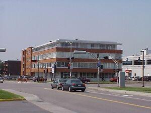 espaces bureaux : 800 et 1 000 pc à l'étage - Mgr Grandin