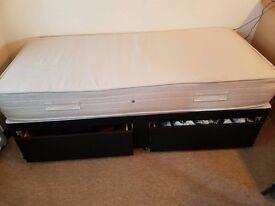 Single bed frame/mattress