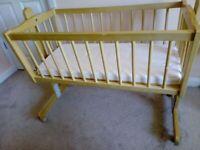 Swinging baby crib