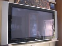 """Philips 42"""" TV (excellent condition ind wall bracket.Remote)"""