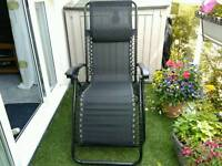 ZERO GRAVITY LOUNGER/RECLINING CHAIR WITH HEAD REST