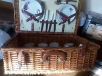 OPTIMA picnic basket for four persons. China cup, saucer and tea plates and cutlery