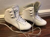 Ladies/girls ice skates size 4
