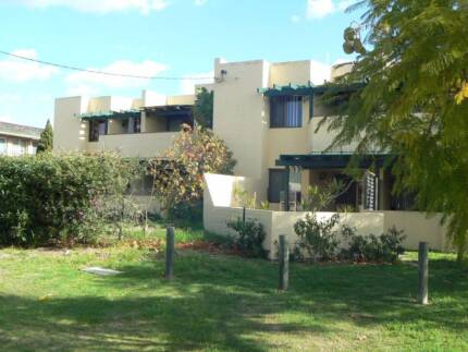 South Perth - 2 bedroom unit in small complex nr river foreshore