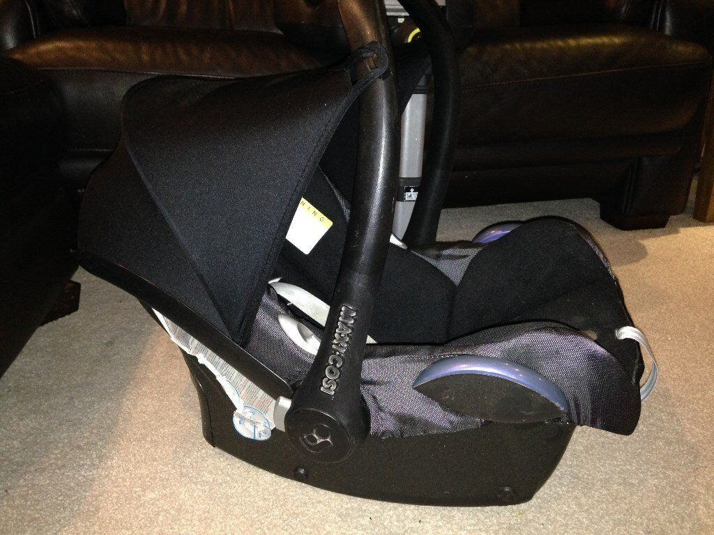 Two Maxi Cosi Cabrio fix car seats with one Easyfix Base