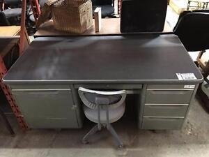 Sélection unique de Pupitres à vendre - Super Aubaines !   RETRO VINTAGE MODERN   Used Desks for sale, Great Savings!