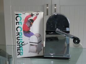 Manual Ice Crusher - Machine, tray and scoop for Cocktails and Smoothies