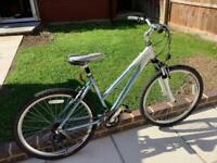IMMACULATE LADIES RALEIGH 'VOYAGER' HYBRID MOUNTAIN TOWN CITY BIKE