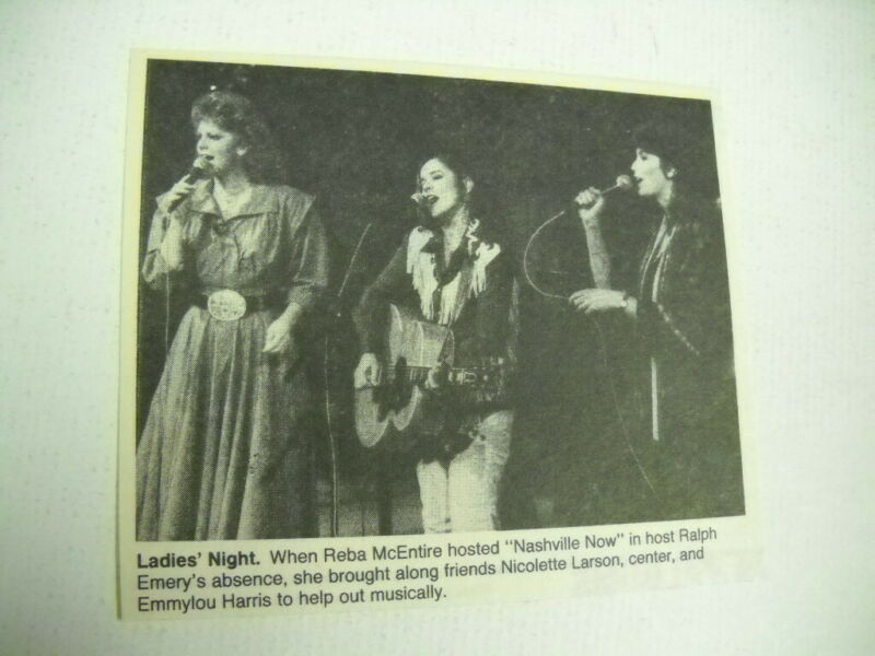 REBA McENTIRE w/ NICOLETTE LARSON & EMMYLOU HARRIS 1985 music biz promo pic/text
