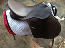 WINTEC E186203 saddle 16 and a half inches dark brown
