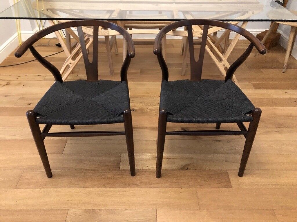 Set of 2 wishbone design dining chairs solid wood walnut woven base beautiful