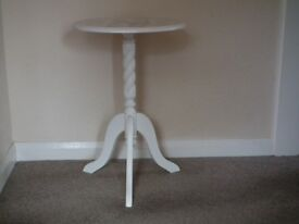 CUTE SMALL WOODEN OCCASIONAL TABLE