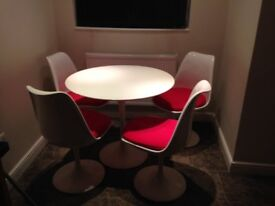 Tulip dining Table and 4 chairs