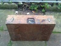 LARGE JOINERS BOX FROM 1960s PLUS LARGE AMOUNT OF HAND TOOLS AND OIL CAN