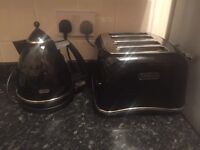 De Longhi black kettle and toaster set- still in shops!