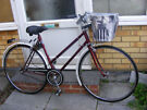 LADIES HYBRID 700c WHEEL TOWN BIKE WITH BASKET IN GREAT CONDITION