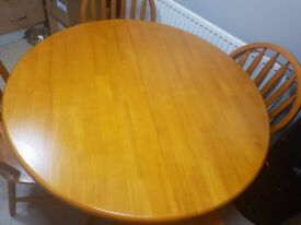 Solid wood extendable table & 6 chairs