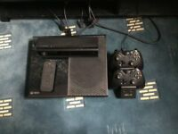 Xbox One 500GB + Kinect + 2 Pads + 4 Games