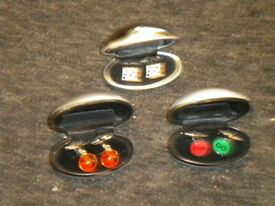 3 PAIRS OF CUFFLINKS IN CASES