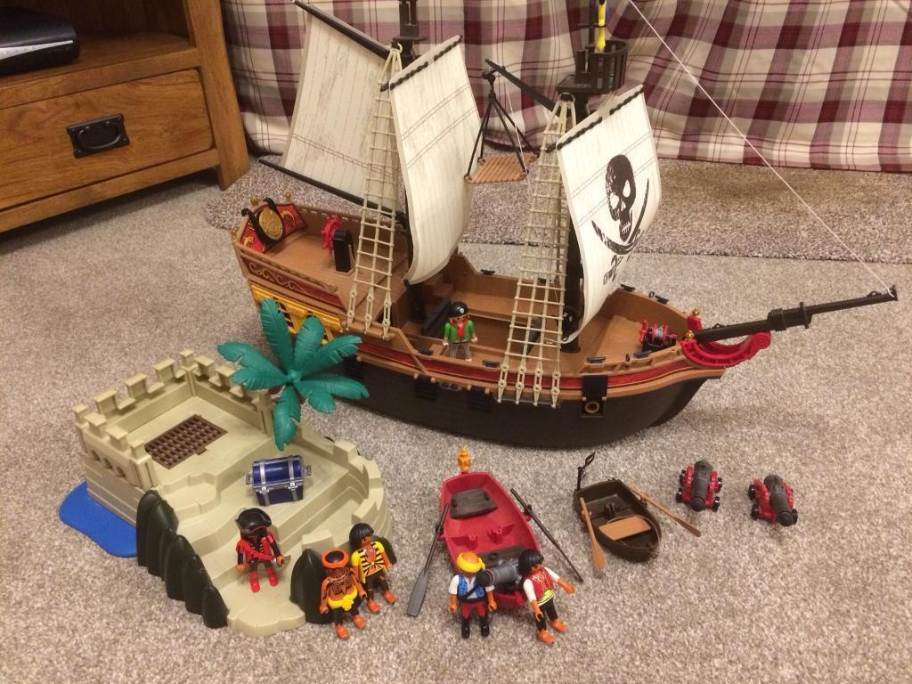 Playmobile pirate ship