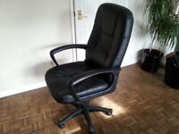 Leather Style Executive / Managers Luxury Office Swivel Chair comfortable and in good condition.