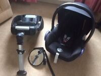 maxi cosi baby car seat and isofix base this is very clean Dagenham essex