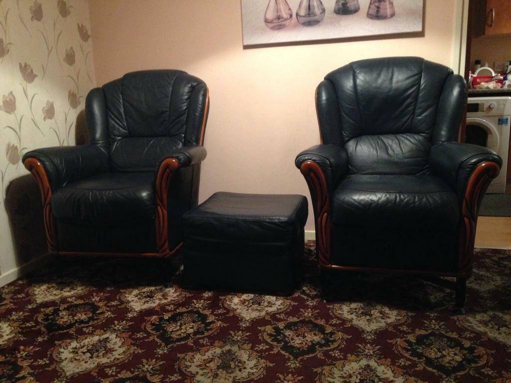3 searer sofa and 2 chairs with foot on. The 2 chairs have legs that can be raised or lowered