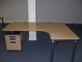 9 Curved Office Desks. Can be bought together or separately. Brilliant Condition.
