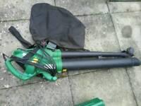 Leaf blower / vacuum