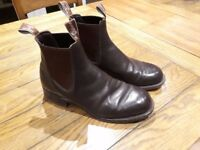 R M Williams Comfort Turnout Boots. Size 8.5 , rarely worn , as new. Waterproof & little maintenance