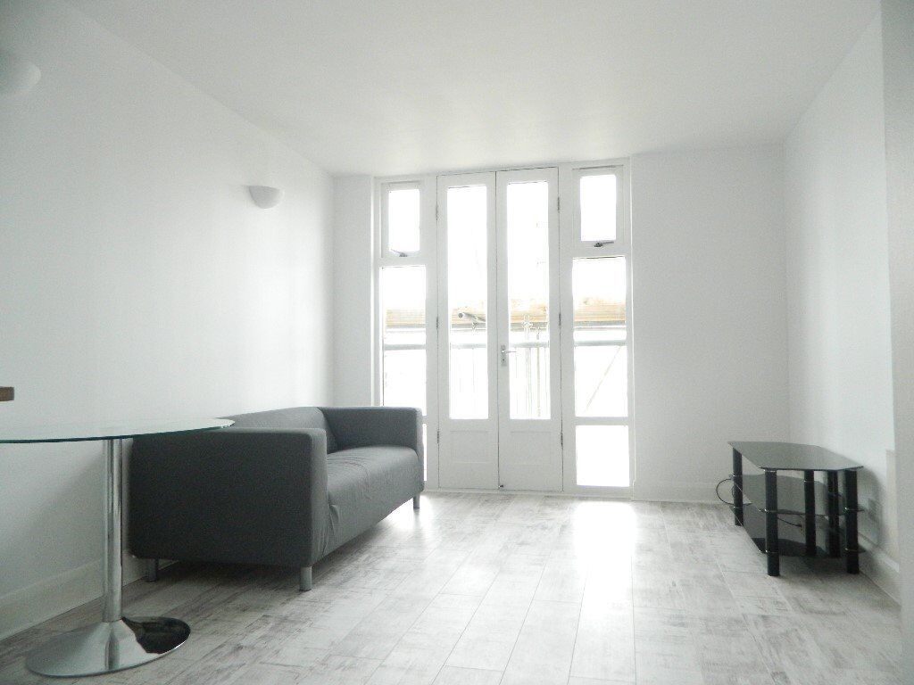 **Stunning and modern one bedroom apartment in the popular Bow area**