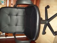 Computer desk chair, good condition, swivel and up and down motion