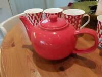 Teapot with 6 Mugs