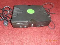 ORIGINAL XBOX WITH LEADS (NOT WORKING) IDEAL FOR SPARES