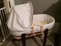 Moses basket w rocking stand