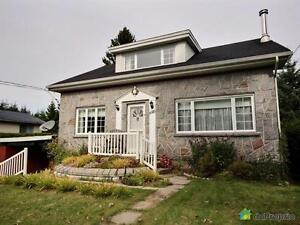 165 000$ - Maison à un étage et demi à vendre à Rivière-Rou