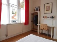 LARGE SPACIOUS SUNNY DOUBLE ROOM IN CENTRAL READING- FURNISHED-WIFI- BILLS INCLUDED
