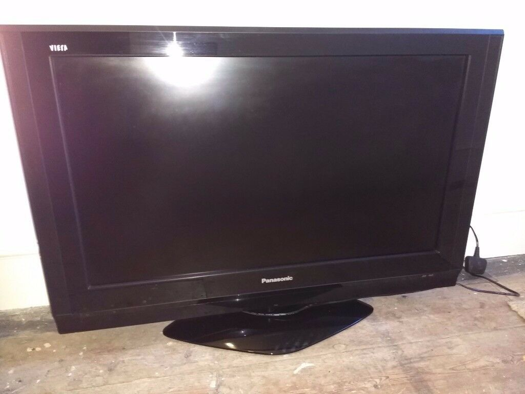 Panasonic Viera TX-32LXD700 32in LCD TV
